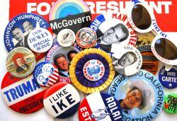 politieke buttons als relatiegeschenk