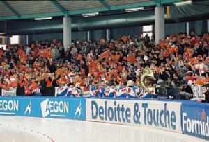 Oranje schaats fans