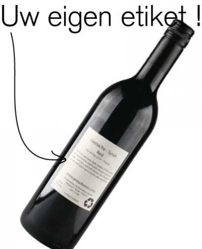 Rode wijn met eigen etiket